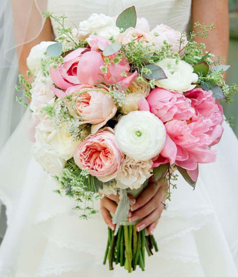 Hoa cầm tay màu hồng ngọt ngào cho cô dâu
