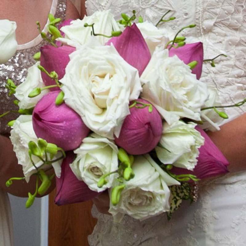 Hoa cưới bằng hoa sen cho cô dâu