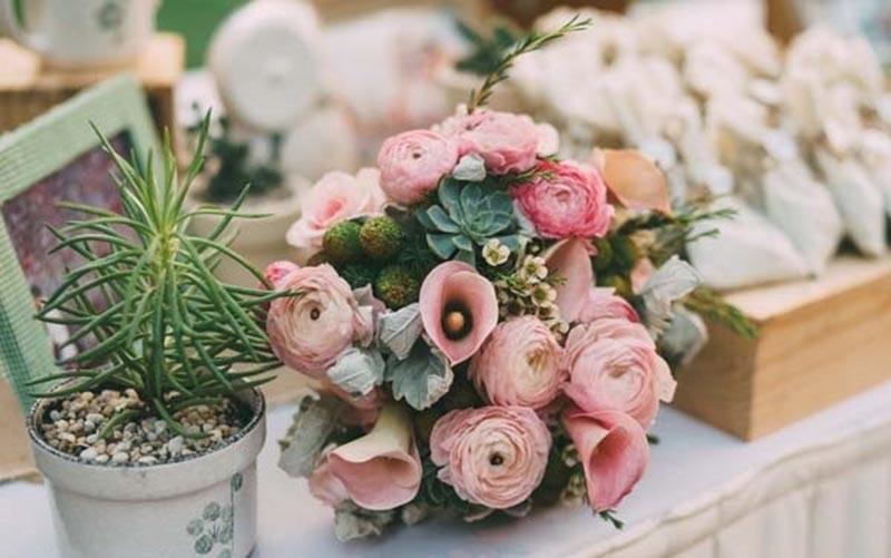 Hoa cưới cầm tay cho cô dâu theo phong cách rustic