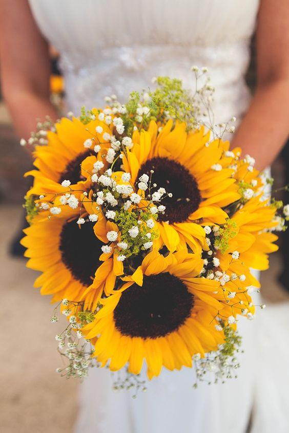 Hoa cưới hướng dương cầm tay vẻ đẹp rạng ngời cho cô dâu ngày cưới