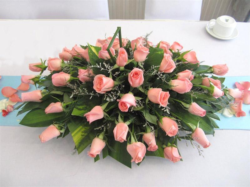 Hoa cưới oval trang trí bàn hai họ đẹp cho cho ngày cưới