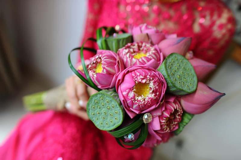 Hoa sen mộc mạc với ngày cưới mùa hè