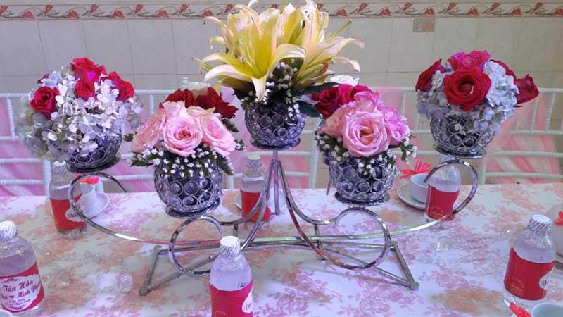 Khung hoa để bàn trong ngày cưới hoa cẩm tú cầu