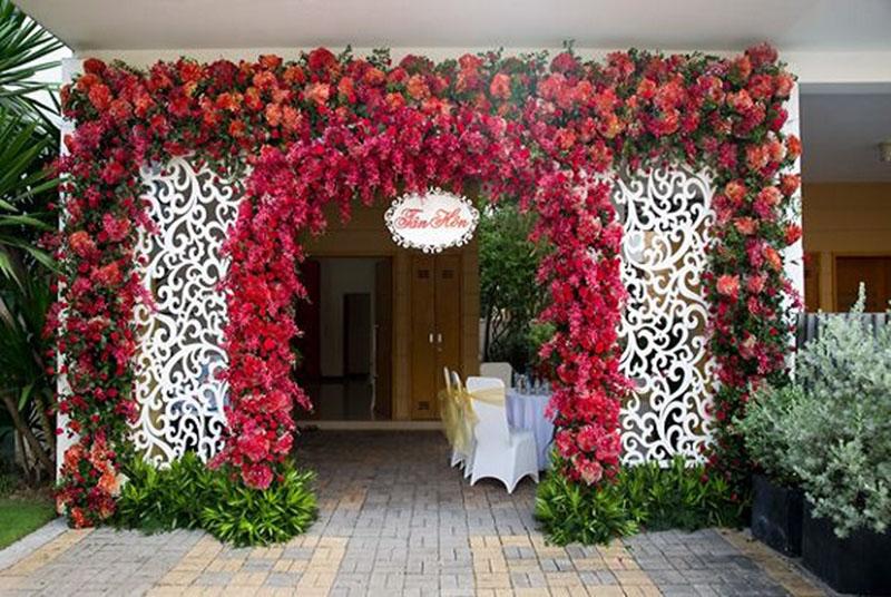 Trang trí hoa cưới ở cổng đẹp