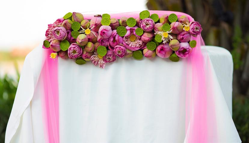 Trang trí hoa cưới ton xuyên ton ngày cưới ấn tượng