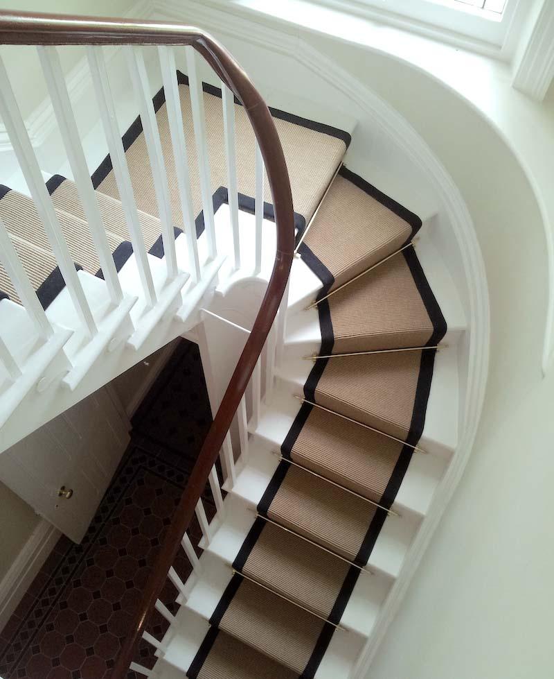 Mẫu cầu thang nhỏ và hẹp
