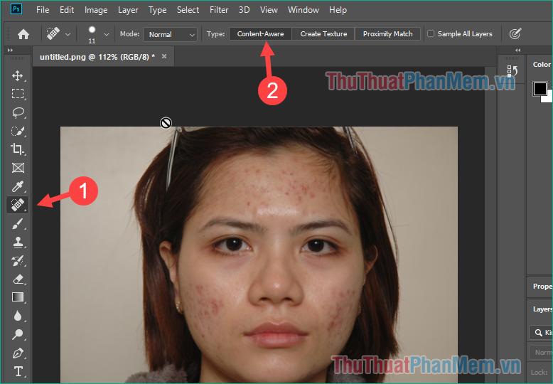 Sử dụng công cụ Spot Healing Brush Tool, sau đó chọn Content-Aware ở mục Type phía trên