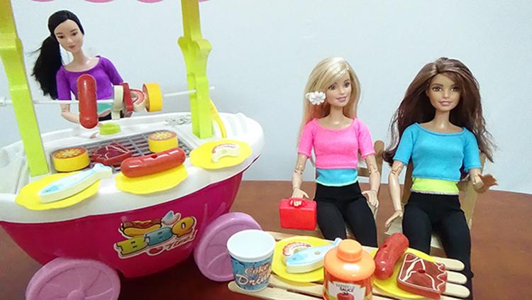Đồ chơi trẻ em búp bê barbies nấu ăn