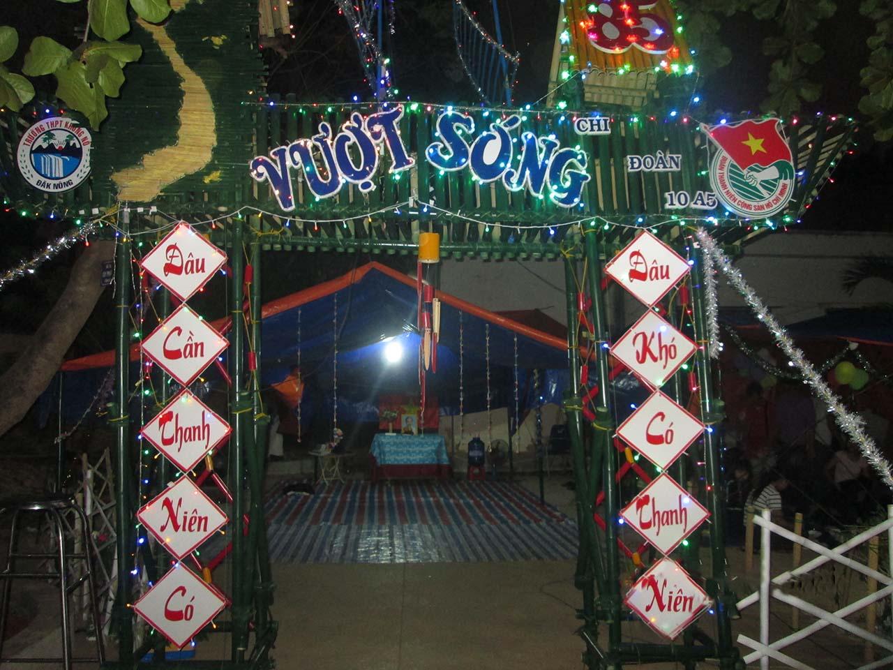 Hình ảnh cổng trại hè thanh niên