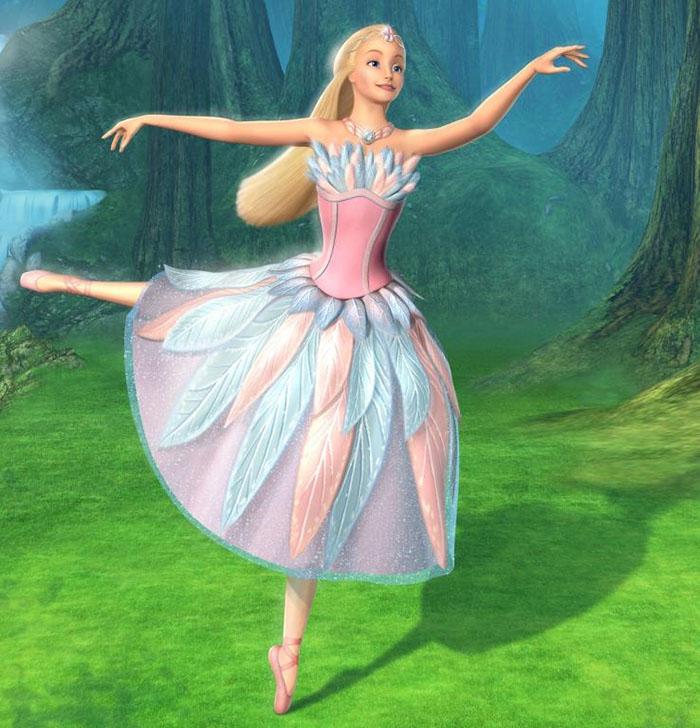 Nàng búp bê baby xinh đẹp múa vở ballet Hồ Thiên nga