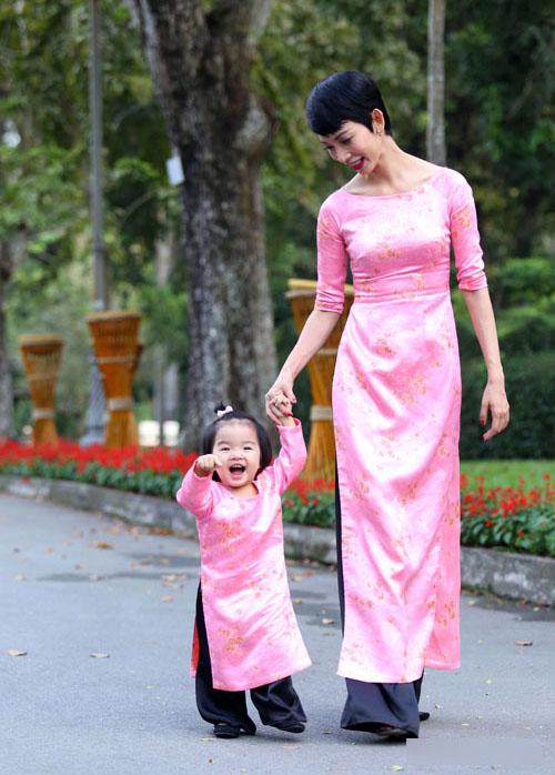 Áo dài cách tân cho mẹ và bé giá sỉ