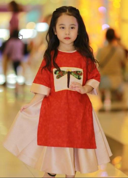Áo dài cách tân đẹp cho bé gái