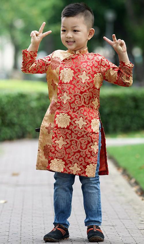 Cách chọn áo dài đẹp ngây ngất cho bé đi chơi Tết