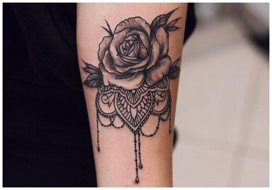 Ảnh hình xăm hoa hồng đen trắng