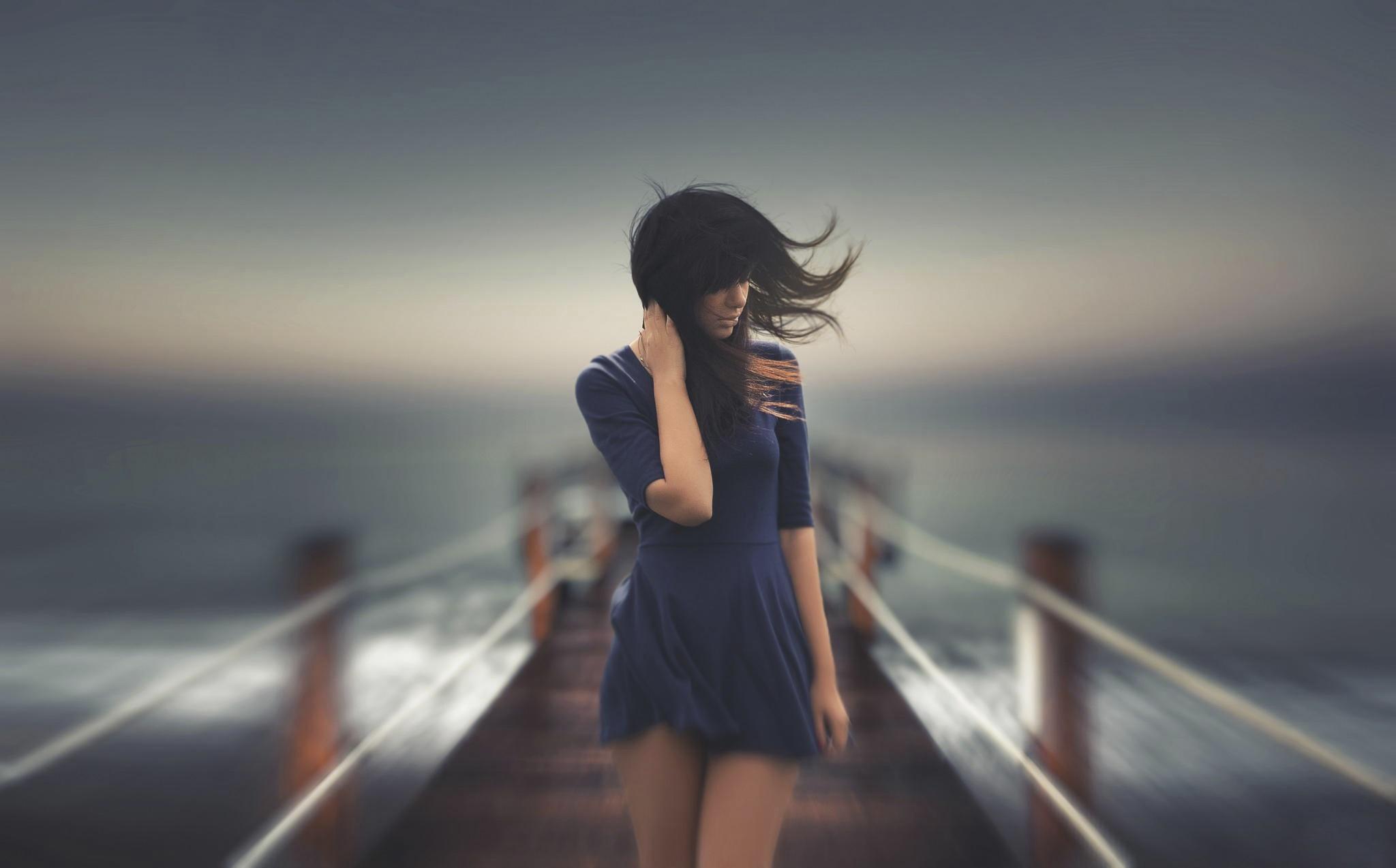 Cô gái cô đơn