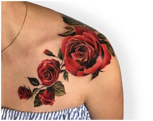 Hình xăm bông hoa hồng trên vai