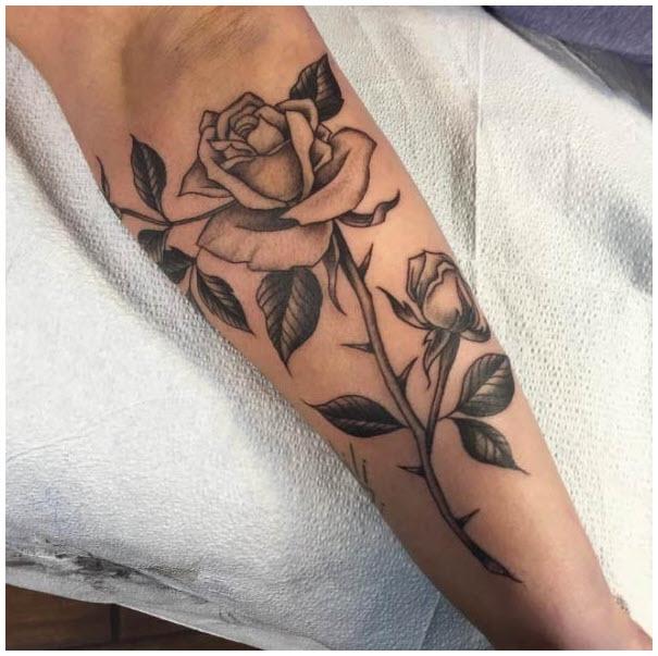 Hình xăm cánh tay hoa hồng