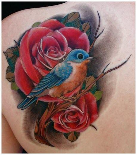 Hình xăm con chim và hoa hồng đỏ
