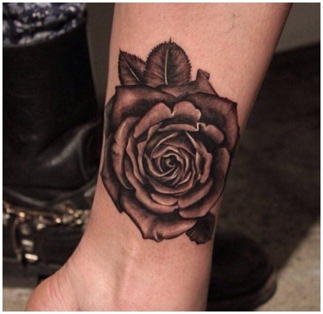 Hình xăm hoa hồng ở chân đẹp