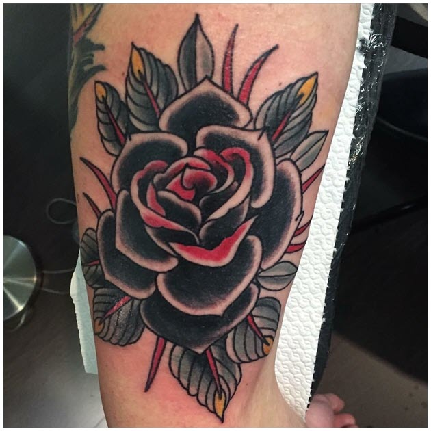 Hình xăm hoa hồng trên bắp tay đẹp nhất