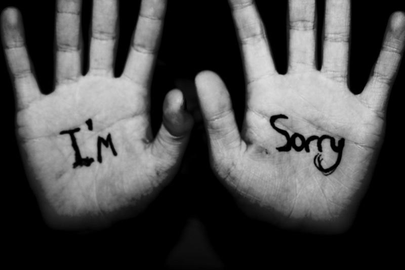 Hình ảnh hai bàn tay xin lỗi