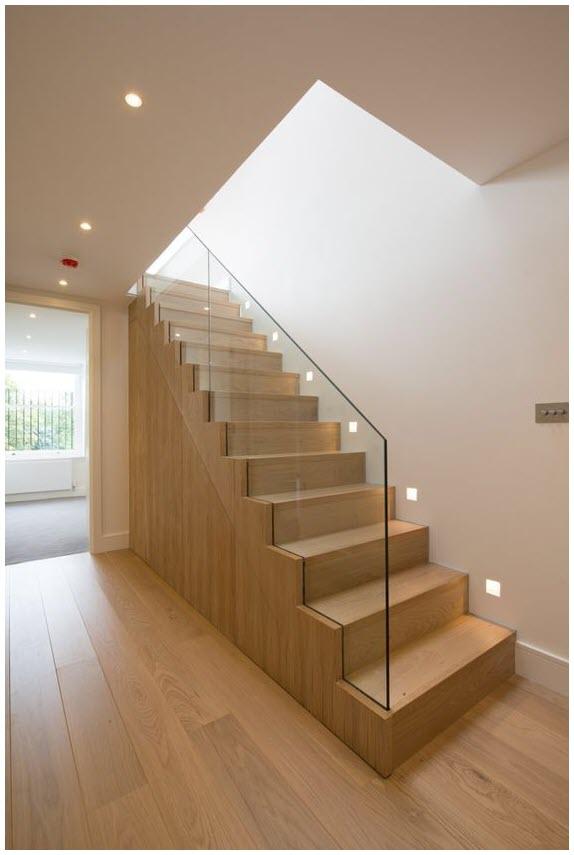 Mẫu cầu thang gỗ tay vịn kính đẹp