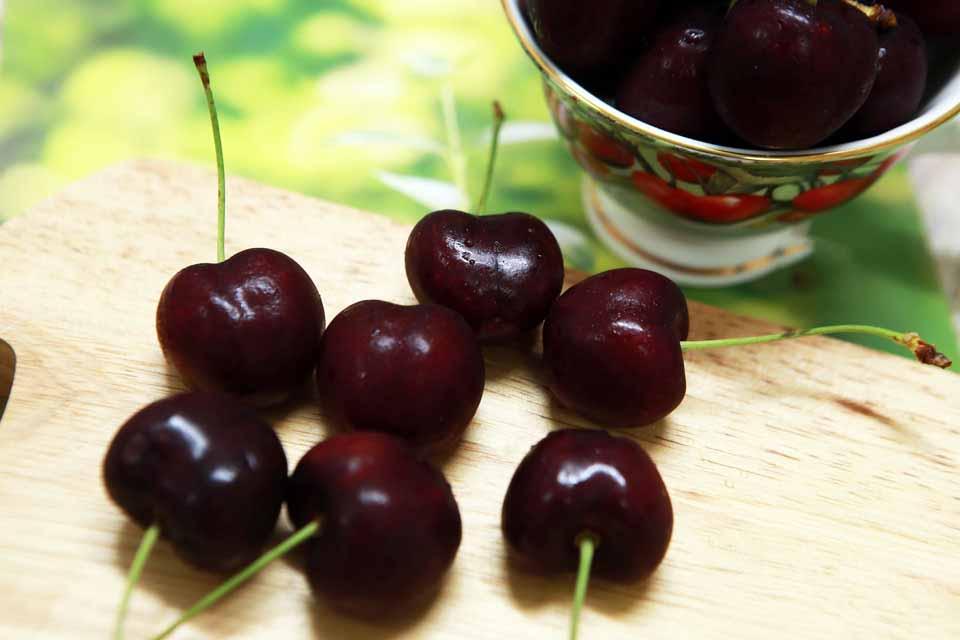 Hình ảnh quả cherry đỏ và cherry vàng