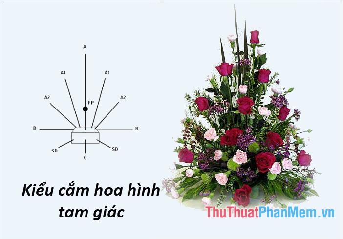 Cắm hoa theo kiểu tam giác