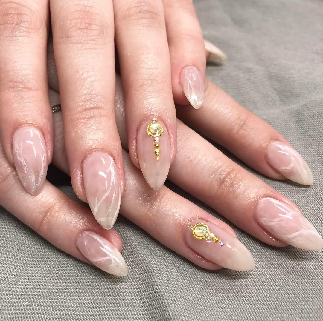Hình ảnh mẫu móng tay đẹp như viên đá thạch anh lấp lánh