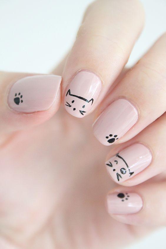 Mẫu móng tay màu hồng phấn bàn tay ngọt ngào dễ thương