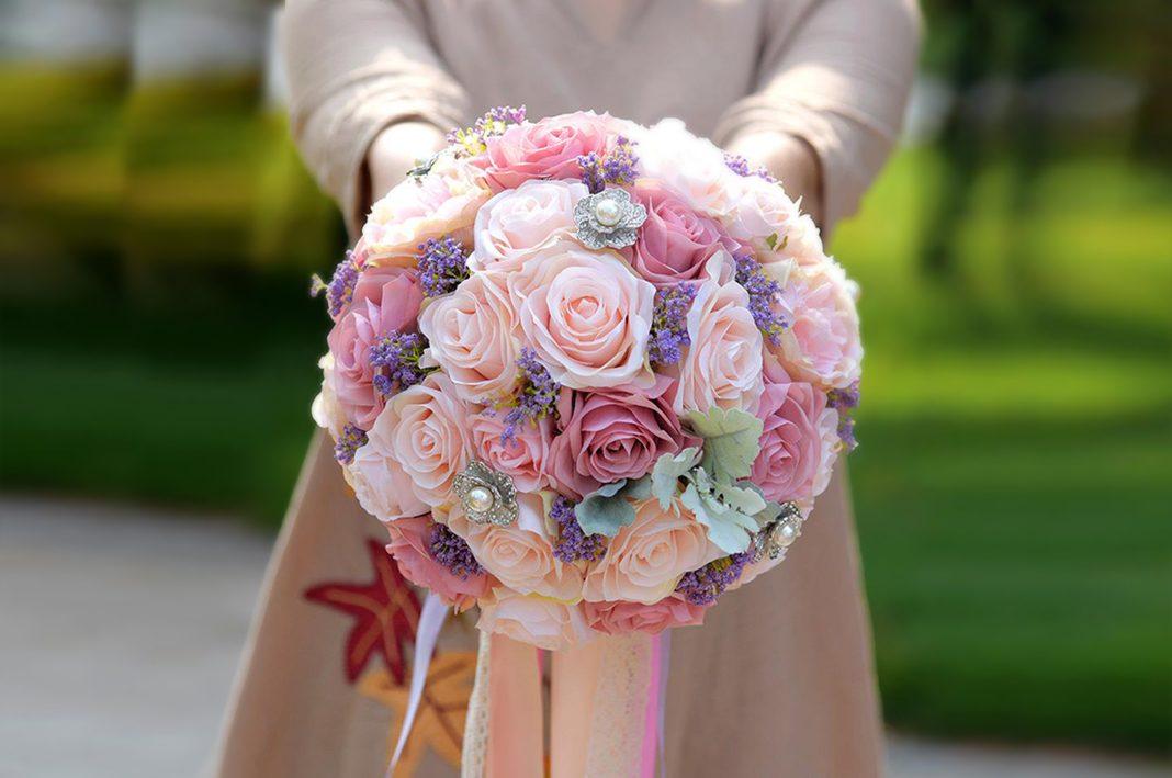 Cỡ chuẩn của hoa cầm tay cô dâu