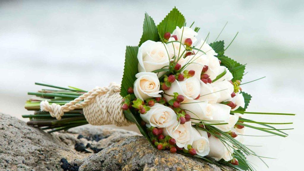 Có nên mua hoa cầm tay cô dâu ở shop bình thường