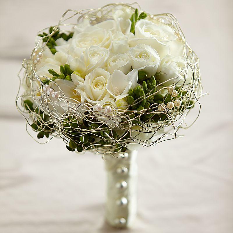 Đám cưới đẹp và sang trọng với mẫu hoa cầm tay cô dâu đẹp gam trắng