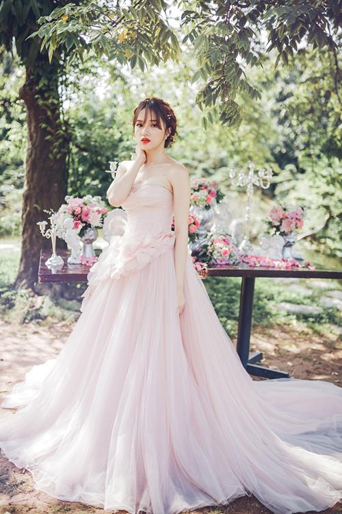 Hình ảnh lộng lẫy nhất của cô dâu trong bộ váy cưới đẹp nhất