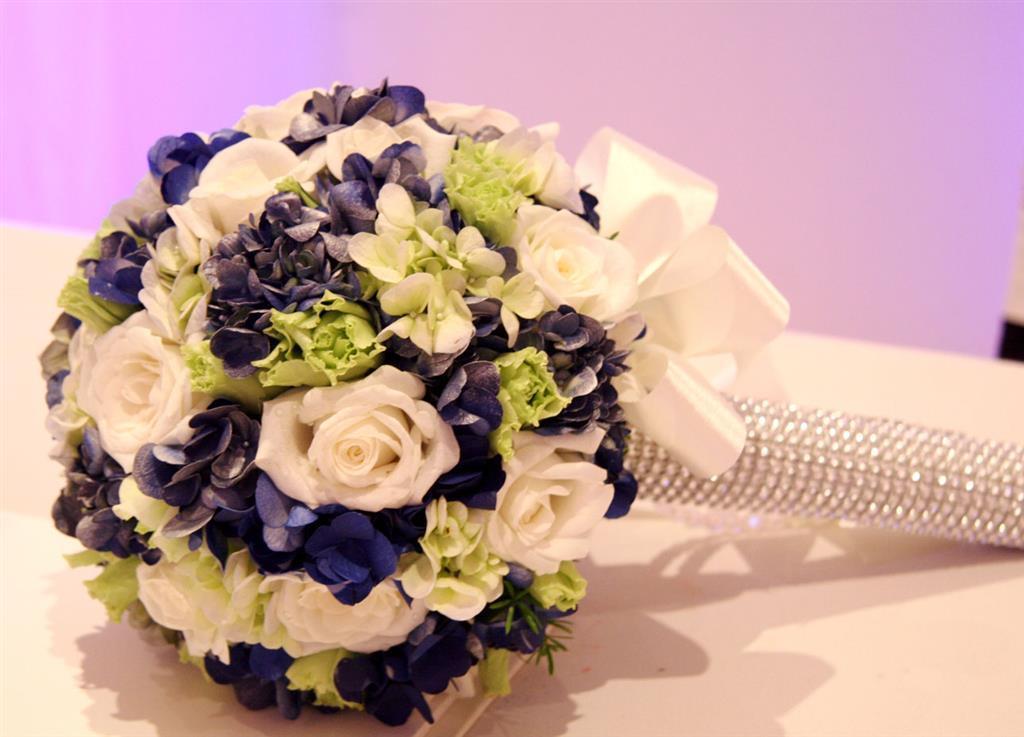 Hoa cẩm chướng cầm tay cho cô dâu ấn tượng nhất