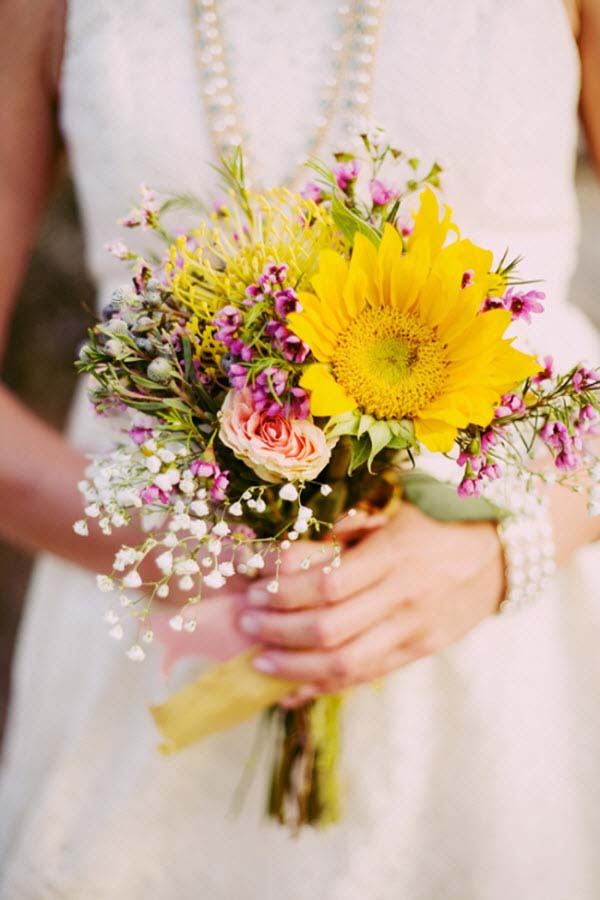 Hoa cầm tay cô dâu có những mẫu nào hot nhất