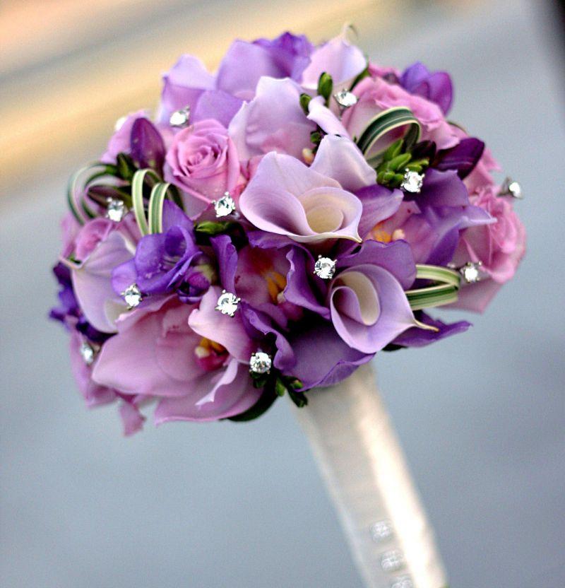 Hoa cầm tay cô dâu màu tím đẹp và lãng mạn nhất