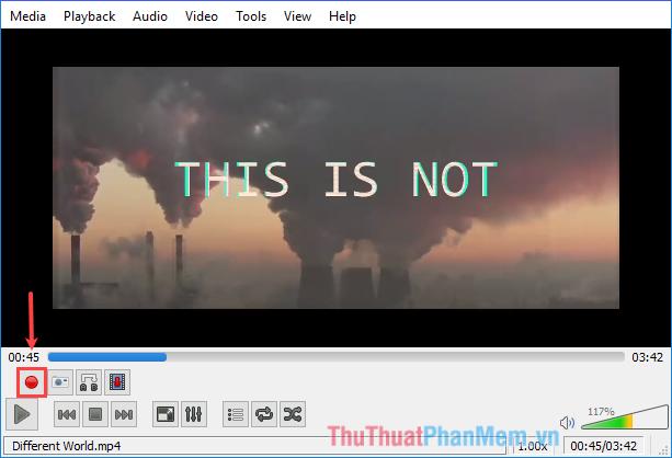 Tại thời điểm bắt đầu đoạn video muốn cắt, click nút Record