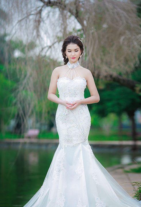 Váy cưới đuôi cá khoe dáng cho cô dâu