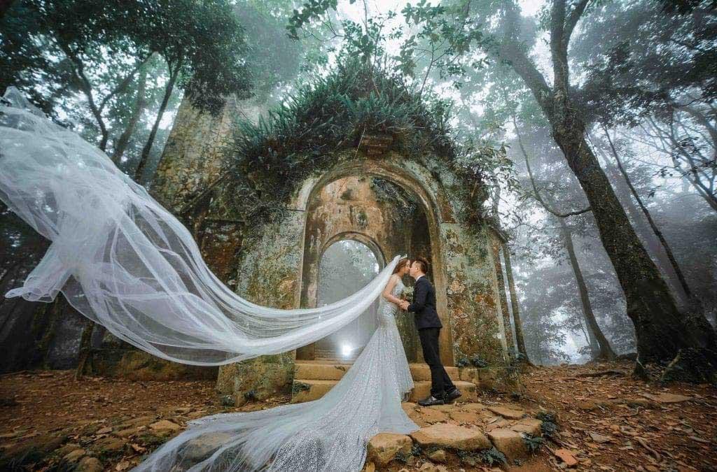 Váy cưới theo phong cách hoàng gia