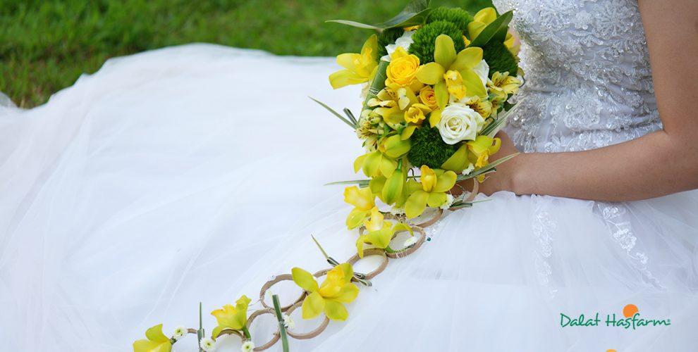 Vẻ đẹp e ấp của cô dâu cùng với mẫu hoa cầm tay đẹp nhất