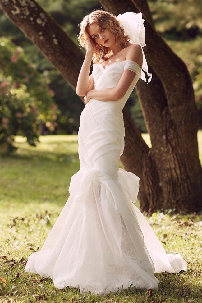 Vẻ đẹp ngọt ngào của mẫu váy cưới trắng tinh khôi