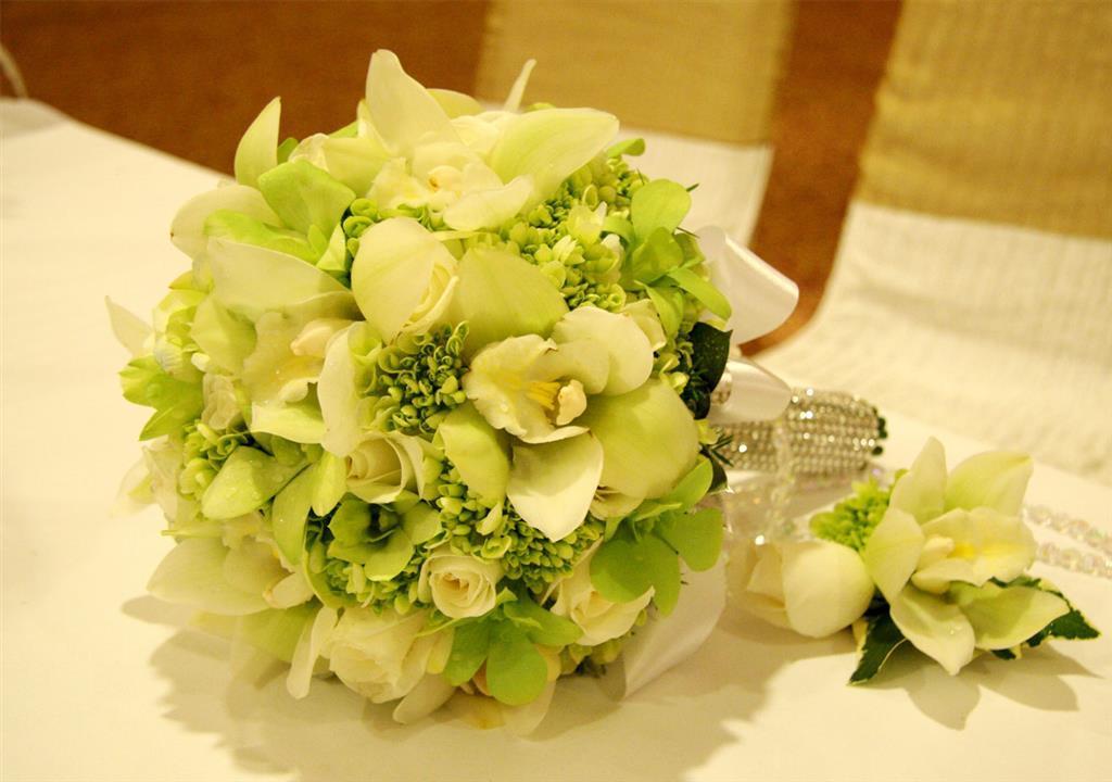 Ý tưởng hoa cưới cầm tay với sự kết hợp của gam trắng và xanh