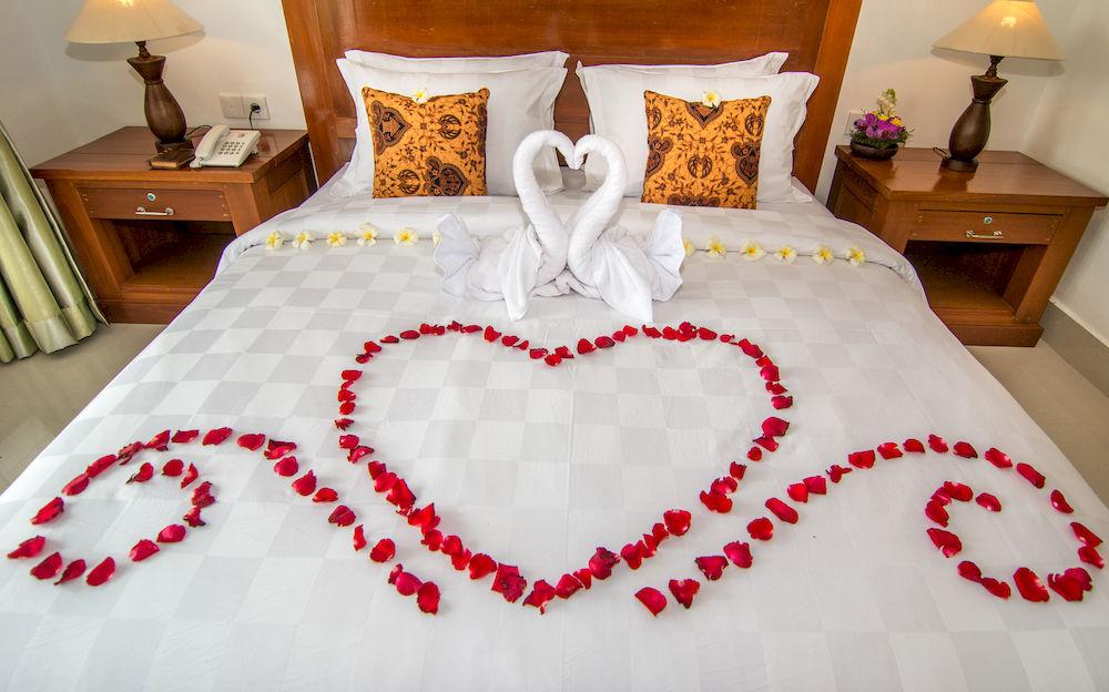 Mẫu trang trí giường cưới