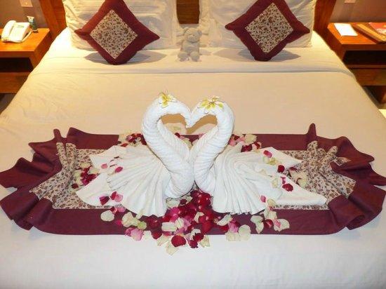 Trang trí giường cưới cực đẹp