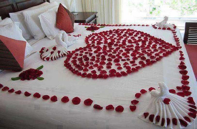 Trang trí phòng cưới bằng hoa hồng