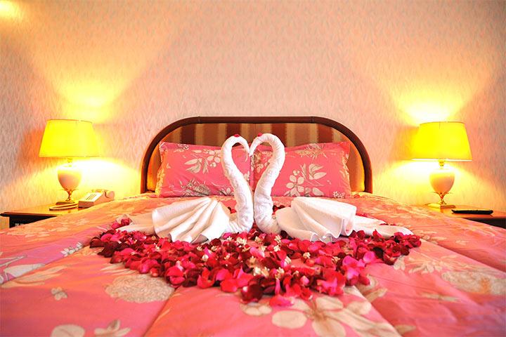 Trang trí phòng cưới đơn giản bằng thiên nga