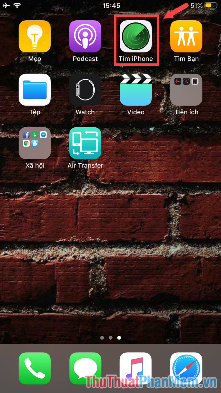 Mở ứng dụng Tìm iPhone lên rồi đăng nhập tài khoản iCloud