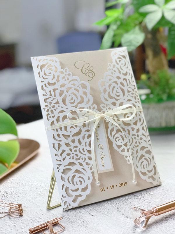 Ảnh mẫu thiệp cưới màu trắng đẹp