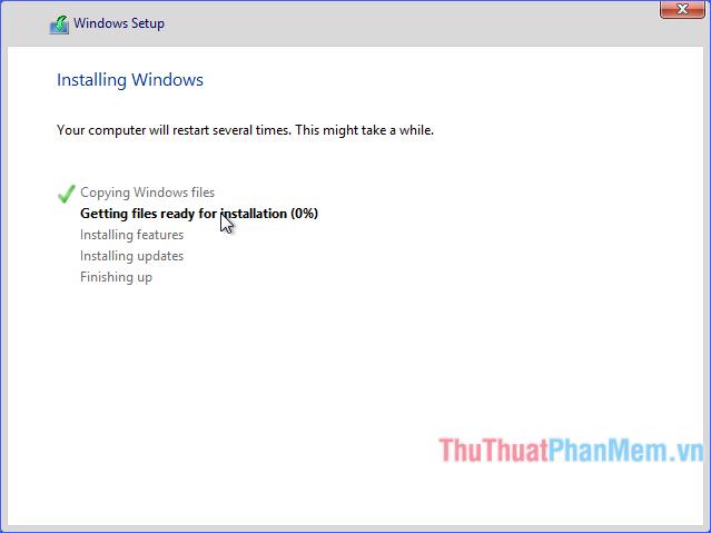 Chờ đợi quá trình cài đặt Windows 8 / 8.1 hoàn tất